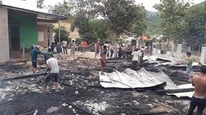 Cháy ngôi nhà gỗ thiêu rụi nhiều tài sản