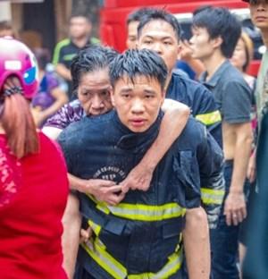 Xả thân cứu người trong biển lửa