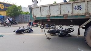 Xe tải cẩu 'lao như tên bắn', gây tai nạn liên hoàn