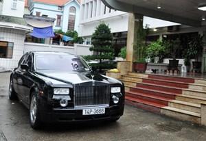 Quảng Ninh: Siêu xe Rolls Royce Phantom ủng hộ đồng bào vùng lụt được bán với giá 9 tỷ đồng