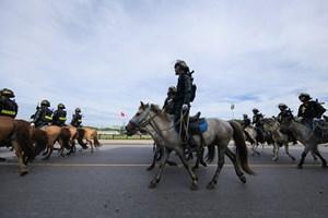 [VIDEO] Đoàn Cảnh sát cơ động Kỵ binh diễu hành trên Quảng trường Ba Đình