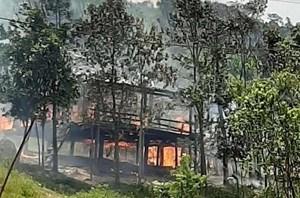Hỏa hoạn thiêu rụi ngôi nhà của hộ nghèo người Khùa ở Quảng Bình