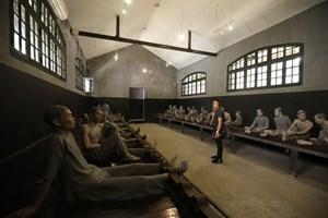 Di tích Nhà tù Hỏa Lò miễn phí nhiều dịch vụ