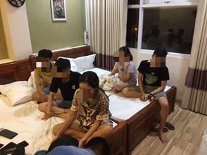 Quảng Nam: Phát hiện 13 'nam thanh, nữ tú' đang 'phê' ma túy trong khách sạn