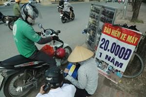 [ẢNH] Rủ nhau mua bảo hiểm xe máy