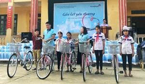 Hành trình 'Gắn kết yêu thương' tới các em nhỏ vùng cao Tuyên Quang