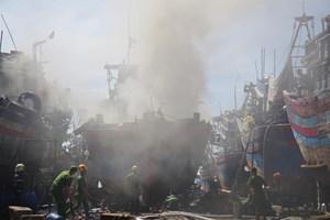 Đà Nẵng: Tàu cá đang sửa chữa bất ngờ bốc cháy