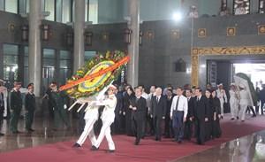 BẢN TIN MẶT TRẬN: Phó Chủ tịch - Tổng Thư ký Hầu A Lềnh viếng ông Trần Quốc Hương