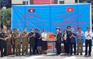 Quảng Bình: Trao tặng Sở Y tế tỉnh Savannakhet trang thiết bị phòng, chống dịch Covid-19