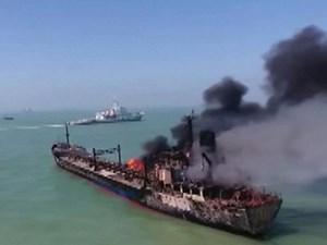 Trung Quốc: Tàu chở hàng đâm cháy tàu chở xăng, 14 người mất tích