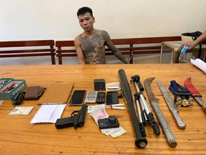 Bắt đối tượng tàng trữ súng và ma túy