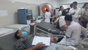 Vụ lật xe ở Quảng Bình: Hàng trăm người xếp hàng chờ hiến máu