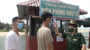 Quảng Bình: Cứu sống 8 thuyền viên trên tàu cá bị chìm