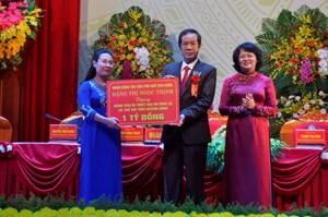 Phó Chủ tịch nước trao tặng 1 tỷ đồng hỗ trợ đồng bào bị lũ lụt ở Quảng Bình