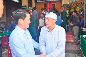 Phó Chủ tịch – Tổng Thư ký Hầu A Lềnh viếng các liệt sĩ hy sinh trong mưa lũ