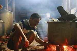 Người dân Đắk Lắk làm hàng nghìn chiếc bánh chưng gửi về vùng lũ