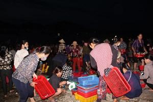 Độc đáo chợ cá truyền thống hơn 400 năm
