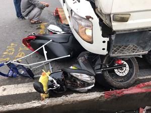 Bị xe bơm bê tông cuốn vào gầm, 2 mẹ con thương vong
