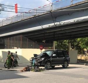 Vợ chồng người Thái Bình chết thảm dưới gầm ô tô ở Nam Định