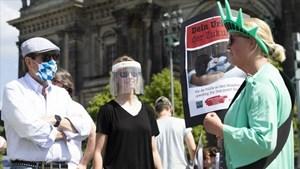 Miễn dịch cộng đồng 'nóng' trở lại khi Châu Âu đối phó với làn sóng Covid-19 mới