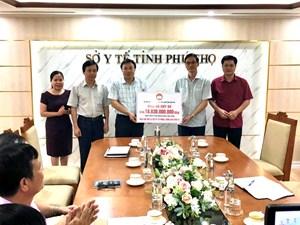 Mặt trận Phú Thọ trao hơn 18,8 tỷ đồng cho Sở Y tế