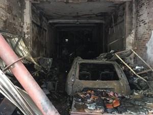 Thanh Hóa: 'Bà hỏa' thiêu rụi nhà 3 tầng, ô tô, xe máy cháy trơ khung
