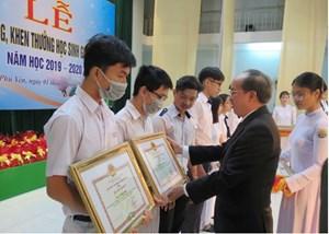Phú Yên: Tuyên dương hơn 200 học sinh giỏi, xuất sắc năm học 2019-2020
