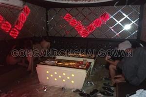 Đồng Nai: Xử lý quán karaoke để nhân viên thoát y phục vụ khách