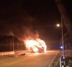 Gia Lai: Nhân viên Trạm thu phí hô hoán tài xế xe khách mới biết xe bị cháy