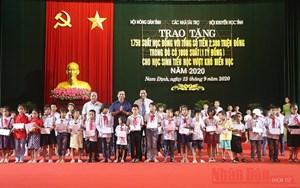 Nam Định: Trao 1.750 suất học bổng cho học sinh nghèo vượt khó