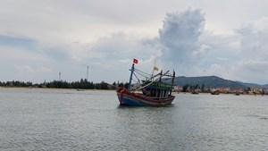 Cứu tàu cá hỏng máy cùng ngư dân gặp nạn