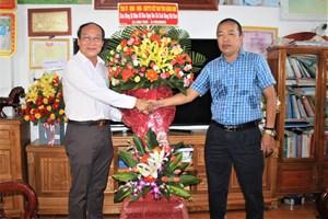 Nhiều đoàn khách chúc mừng Văn phòng Báo Đại Đoàn Kết tại Quảng Nam, Quảng Ngãi