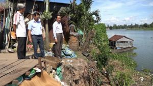 Hồng Ngự (Đồng Tháp): Sạt lở, di dời khẩn cấp 3 hộ dân