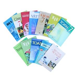 Sách giáo khoa cho năm học mới: Tránh bán kèm tài liệu tham khảo