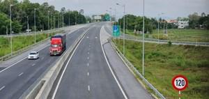 Lượt ô tô đi trên cao tốc giảm mạnh
