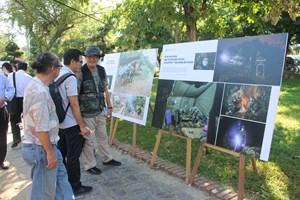Triển lãm ảnh 'Việt Nam-Phòng, chống dịch Covid-19' tại Huế