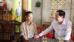 BẢN TIN MẶT TRẬN: Chủ tịch Trần Thanh Mẫn thăm, tặng quà các gia đình chính sách