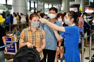 Sân bay Nội Bài: Kiểm tra y tế nghiêm ngặt người về từ vùng dịch
