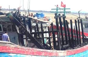 Thanh Hóa: Điều tra vụ tàu cá bất ngờ bốc cháy trong đêm