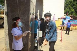 352 học sinh Quảng Ngãi phải dừng thi do 48 trường hợp là F2 của BN786