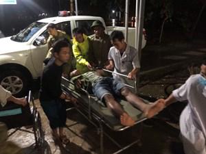 Thừa Thiên - Huế: Đưa 5 công nhân từ thủy điện đi cấp cứu