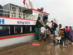 Quảng Ngãi: Tạm dừng tàu cao tốc ra Lý Sơn do thời tiết xấu