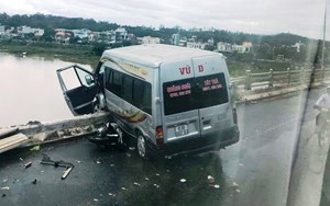 Tai nạn liên hoàn trên cầu Trà Khúc 2, xe khách suýt văng khỏi cầu