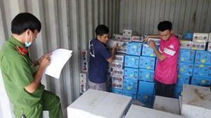 An Giang: Container vận chuyển trái phép gần 28 tấn chất thải nguy hại
