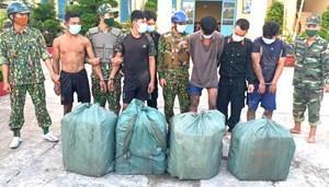 Kiên Giang: Tóm gọn 4 đối tượng vận chuyển 2.000 gói thuốc lá lậu