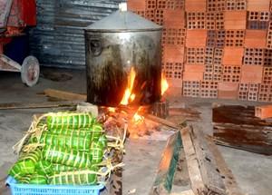 Sóc Trăng: Gần 1.000 đòn bánh tét ủng hộ đồng bào miền Trung