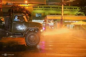 Phun hoá chất khử trùng hai bệnh viện ở Đà Nẵng