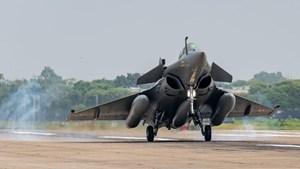 Trung Quốc, Ấn Độ điều động máy bay chiến đấu tối tân tới biên giới