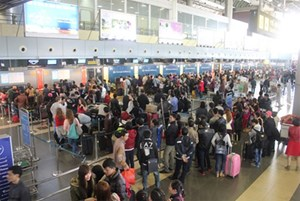Hành khách qua sân bay Nội Bài tăng mạnh