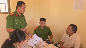 'Cung đường' bại lộ của thanh tra Sở Nội vụ nhận hối lộ